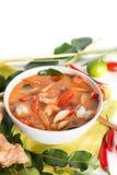 Tom Yum Goong tailand?s ou sopa picante de tom yum com camar?es dos camar?es fotografia de stock