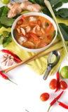 Tom Yum Goong tailand?s ou sopa picante de tom yum com camar?es dos camar?es imagens de stock