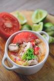 Tom Yum Kai thailändsk kryddig feg soppa, thailändsk mat arkivbilder