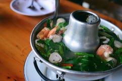 Tom Yum Nam Koong Thai-soep stock foto
