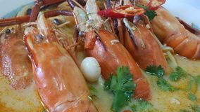 Tom Yum Shrimp Is um alimento popular para o tailandês e os estrangeiros fotografia de stock