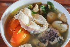Tom yum soppa med fisken Arkivbild