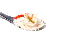 Tom Yum Soup met rijst op lepel stock foto's