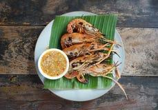 Toma 3 minutos para queimar o camarão Não o deixe seja demasiado longo Se o camarão mais fresco quando cozinhado, a carne é ainda fotos de stock royalty free