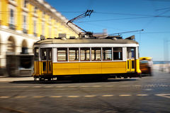 Toma panorámica de la tranvía de Lisboa Imagenes de archivo