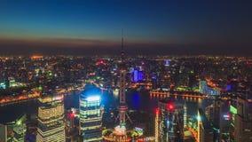 Toma panorámica Timelapse: Horizonte de China Shangai, día a la noche almacen de metraje de vídeo