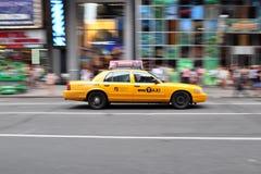 Tiro de la toma panorámica del taxi de NYC Foto de archivo