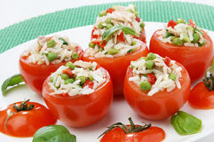 Tomaat die met tonijn wordt gevuld royalty-vrije stock foto