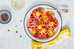 Tomaat en Basil Salad royalty-vrije stock foto