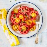 Tomaat en Basil Salad stock fotografie