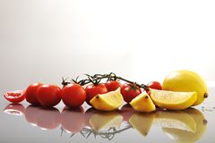 Tomaat en citroen Royalty-vrije Stock Afbeeldingen