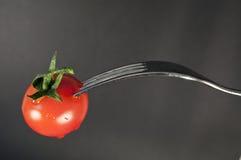 Tomaat en vork Stock Foto's