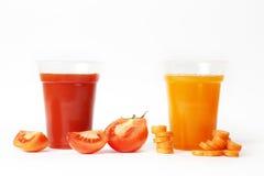 Tomaat en wortelsap Stock Afbeeldingen