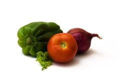 Tomaat, groene paprika, rode ui en sla Royalty-vrije Stock Foto's