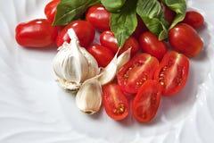 Tomaat, knoflook en basilic Stock Afbeelding