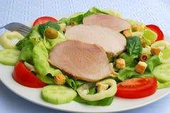 Tomaat-sla salade met varkensvlees Stock Afbeeldingen