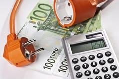 Tomada, calculadora e dinheiro Imagem de Stock