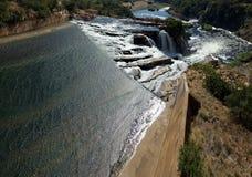 Tomada da água da parede da represa de Hartbeespoort, África do Sul Imagem de Stock