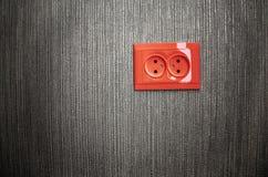 Tomada de parede vermelha brilhante do soquete Imagens de Stock