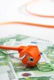 Tomada e euro- contas Imagens de Stock
