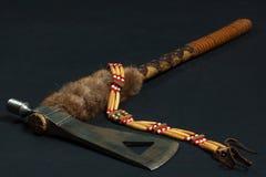 Tomahawk et collier indien Image libre de droits