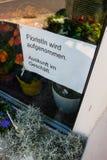 Toman el florista de la muestra Imágenes de archivo libres de regalías