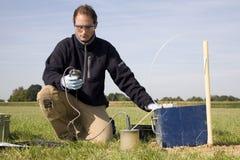 Tomando amostras, resear ambiental Fotografia de Stock Royalty Free