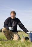 Tomando amostras, resear ambiental fotos de stock
