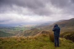 Tomando a fotografia Snowdonia da paisagem Imagem de Stock