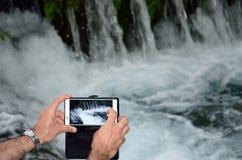 Tomando a imagem com smartphone Fotografia de Stock Royalty Free