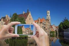 Tomando a imagem da Bruges (Bélgica) fotos de stock royalty free