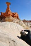 Tomando la foto de la seta roja de Paria Rimrocks (mala sombra) imagenes de archivo