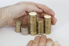 Tomando moedas com mãos Imagem de Stock