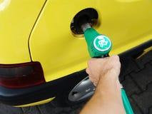 Tomando o combustível Imagem de Stock Royalty Free