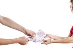 Tomando o dinheiro Fotos de Stock Royalty Free
