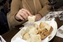 Tomando o pão Imagens de Stock Royalty Free