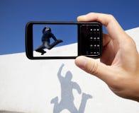 Tomando o retrato pelo telefone móvel Fotografia de Stock