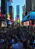 Tomando o tempo no Times Square imagens de stock