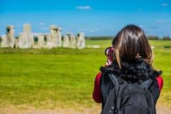 Tomando uma foto de Stonehenge foto de stock royalty free