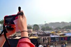 Tomando uma foto na Índia imagem de stock royalty free