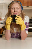 Tomando uma ruptura do housework Fotos de Stock Royalty Free
