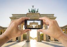 Tomando a una imagen una puerta de Brandeburgo Imagen de archivo libre de regalías
