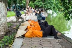 Tomando una siesta en Hanoi, Vietnam Imagen de archivo