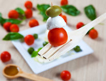 Tomanto, Mozzarella und Olive Lizenzfreie Stockbilder