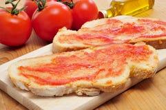 Pan con el tomate, típico de Cataluña, España Fotografía de archivo