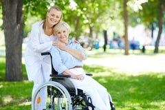 Tomar el cuidado del paciente Fotos de archivo