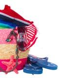 Tomar el sol los accesorios en bolso rosado de la paja Foto de archivo