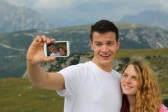 Tomar imágenes con un smartphone como memoria del día de fiesta Imagen de archivo libre de regalías