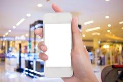 Tomar la imagen con el teléfono móvil, elegante en alameda de compras Fotos de archivo