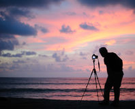Tomar la imagen en la puesta del sol Imagen de archivo